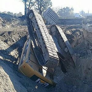 Heavy Equipment Tractors Fails